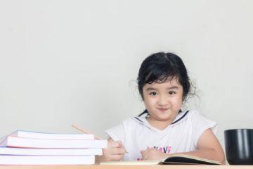 mengajari anak belajar menulis